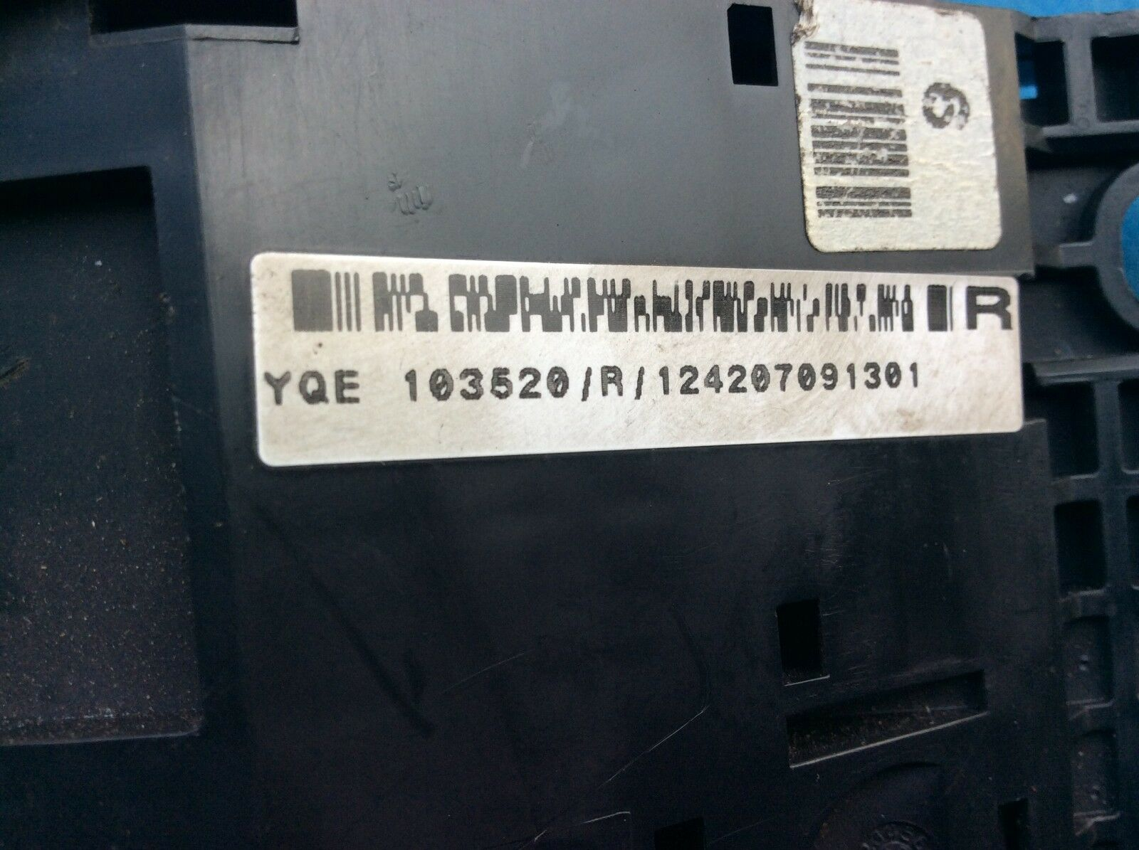 Land Rover Freelander Engine Bay Fuse Box (Part Number: YQE103520)