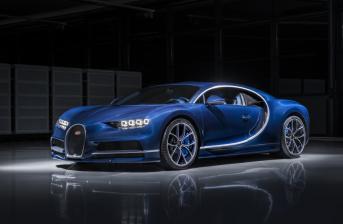 Bugatti Chiron side-view image